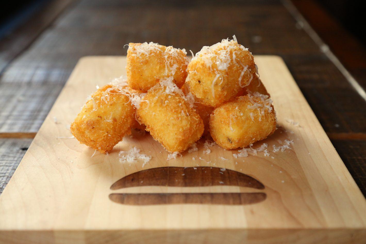 CHEESY TOTS(チージートッツ) ハウスメイドテイタートッツ、チェダー&パルメザンチーズ