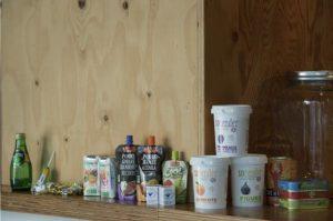 ブランドのルーツであるフランスやサイクリングからインスパイアされた雑貨・フードなどを展開。