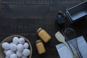 """卵がメインのたフードやドリンクを販売。世界の美食家をうならせた世界的パティシエ""""後藤裕一""""がディレクションを務める。"""